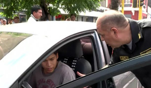 Cercado de Lima: taxista arrastra a policía para evitar multa