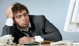 Dormir en el trabajo podrá ser causal de despido ¿Cuáles son los criterios que considerarán?