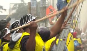 Servicio Comunitario: condenados cumplen sentencia pintando y limpiando colegios