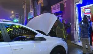 Lince: conductor aparentemente ebrio choca su vehículo contra fachada de casino