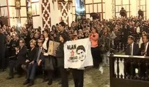Centro de Lima: realizan misa a un mes de la muerte de Alan García