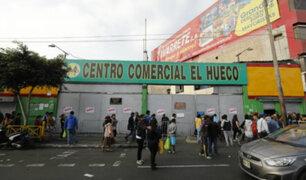 Clausuran centro comercial 'El Hueco' por falta de medidas de seguridad