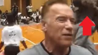 VIDEO: Arnold Schwarzenegger es atacado con brutal patada voladora de un desconocido