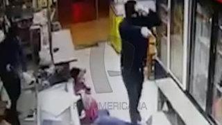 Delincuentes fuertemente armados asaltan bodega en Chorrillos