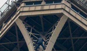 Francia: hombre que trepó la Torre Eiffel tenía intenciones de suicidarse