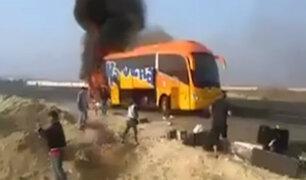 """Ica: bus de orquesta """"Agua Azul"""" se incendió en Panamericana Sur"""