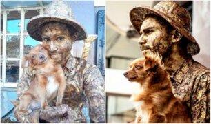 Conoce al perro que finge ser estatua para ayudar a su dueño a ganar dinero