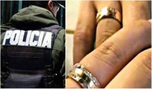 Policía es despedido por casarse en cárcel con reclusa
