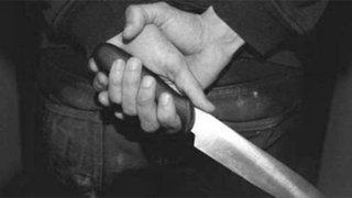 Mujer se lanza del segundo piso para evitar que ex pareja la mate