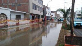 Carmen de la Legua: se registra inundación por rotura de tubería