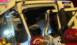 La Victoria: chofer de camión queda atrapado tras violento choque