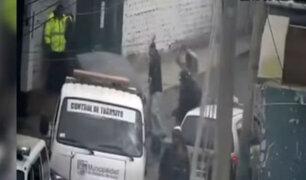 Surco: agreden brutalmente a policías en decomiso de mototaxis informales