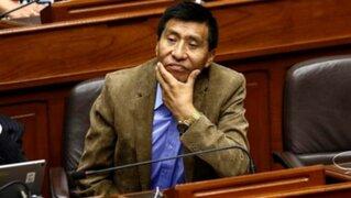 Dictan impedimento de salida del país contra el congresista Moisés Mamani