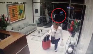Roban a mujer en la puerta de su condominio de Surco