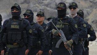 Delincuentes vestidos de policías fingen operativo para robar en casa de empresario