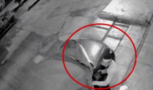 Jesús María: sujeto es captado robando autopartes en menos de un minuto