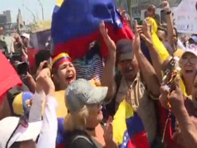 Venezolanos en Perú respaldan rebelión de militares
