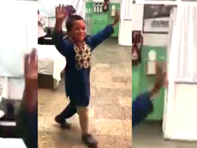 Niño afgano baila tras recibir su nueva prótesis y conmueve al mundo