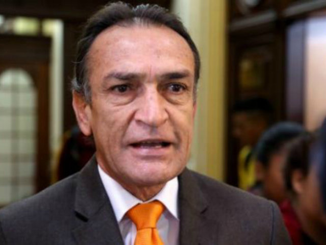 Héctor Becerril: Piden 36 meses de impedimento de salida del país para excongresista