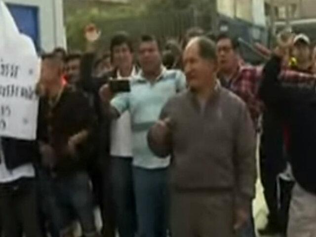 Huancayo: vecinos desalojan a venezolanos acusados de robar y asesinar a anciano