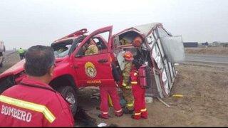 Bomberos de Huacho sufren aparatoso accidente cuando se dirigían a atender una emergencia