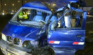 Los Olivos: dos muertos y un herido deja choque de minivan contra poste