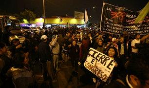 Cercado: colectivos realizaron marcha por el cierre del Congreso