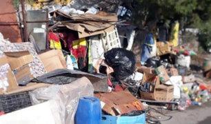 Miraflores: denuncian que vivienda llena de basura afecta a vecinos