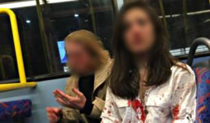 Pareja de lesbianas es agredida brutalmente en autobús por grupo de hombres
