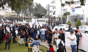Telesup: estudiantes y padres hicieron plantón frente a Sunedu