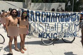 FOTOS: ciclistas desnudos circulan por la Ciudad de México