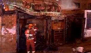 SJL: voraz incendio arrasó con puesto de caldo de gallina