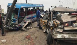 Los Olivos: al menos 12 personas heridas tras choque de cúster y taxi