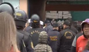 La Victoria: fiscalizadores intervinieron a ambulantes que lotizaban calles