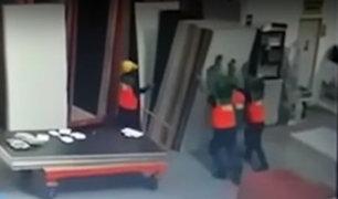 Arequipa: obrero fallece tras caerle encima 39 planchas de melamine