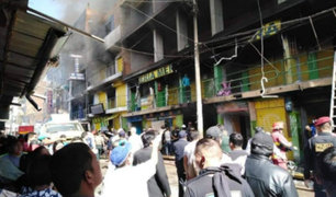 """Huánuco: controlan incendio en galería comercial """"Polvos Azules"""""""
