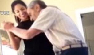 Amor incondicional: nieta baila con su abuelo que sufre de alzheimer