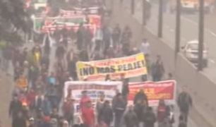 Protesta por peajes: manifestantes se defendieron lanzando vidrios y piedras contra policías