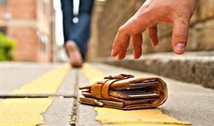 Perú es uno de los países donde la gente no devuelve billeteras perdidas cuando hay más dinero