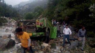 India: al menos 45 muertos dejó caída de ómnibus a abismo