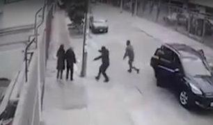 Pueblo Libre: asaltan a pareja de ancianos usando camioneta de lunas polarizadas