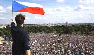 Praga: miles marchan para exigir la renuncia del primer ministro de República Checa