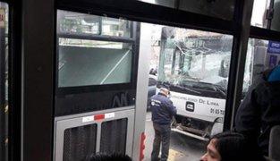 Metropolitano: plan de desvío se inició con aparatoso choque de dos buses