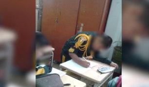 Ate: por falta de mobiliario escolares estudian de pie o arrodillados