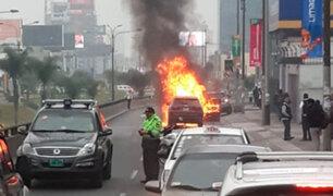 San Borja: auto se incendió en plena avenida Javier Prado