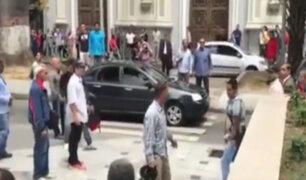 Venezuela: chavistas agreden a diputados opositores fuera de Asamblea Nacional