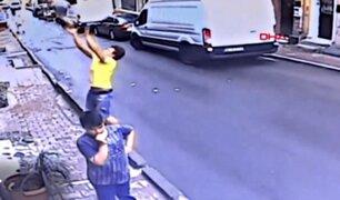 Turquía: adolescente salvó a niña de dos años que cayó de un balcón