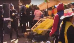 Juliaca: comerciantes y agentes de serenazgo protagonizan enfrentamiento durante operativo