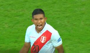 """Gol de """"Oreja"""" Flores  cerró la tanda de penales a favor de la bicolor"""