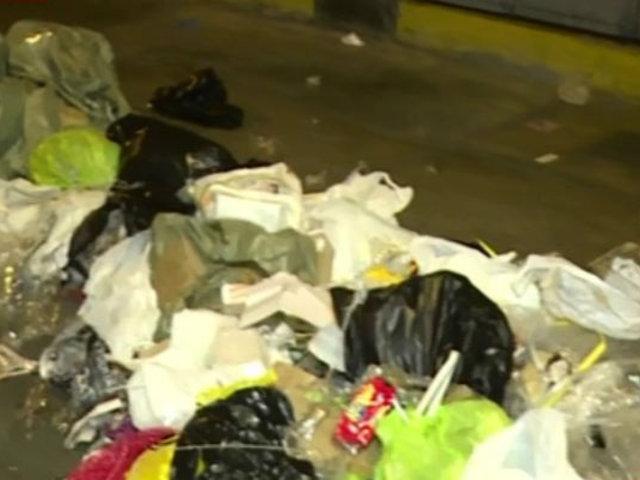 Cercado de Lima: calles se inundan de basura en alrededores del Mercado Central